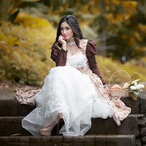 She wait U here.. by Bambang Leksmono - People Fashion