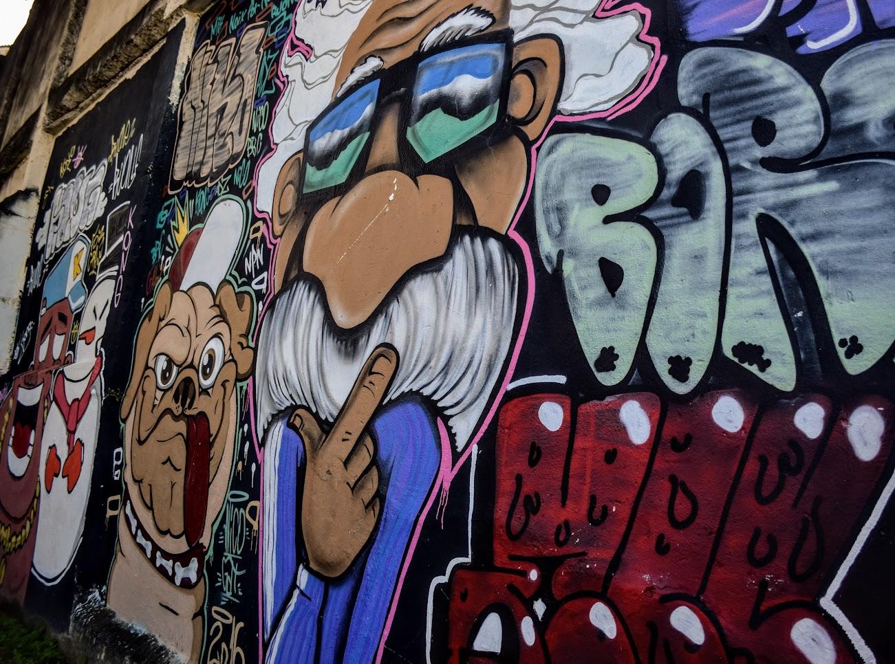 Um dos grafites que se encontra ao fazer o passeio do Tour no Morro, em Jesus de Nazareth