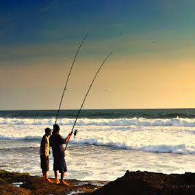 fishing man by Agus Mahaputra - People Street & Candids
