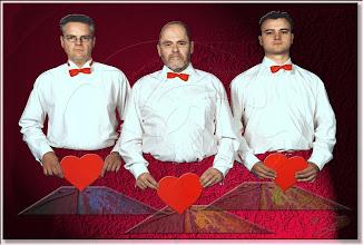 Photo: 2003 06 28 - F 02 07 14 408 w - D 029 - Drei Männer machen Liebe