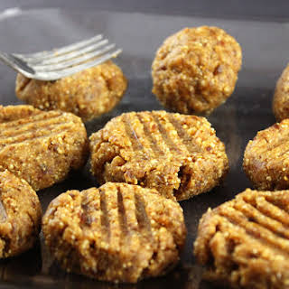 Raw Vegan Peanut Butter Cookies.