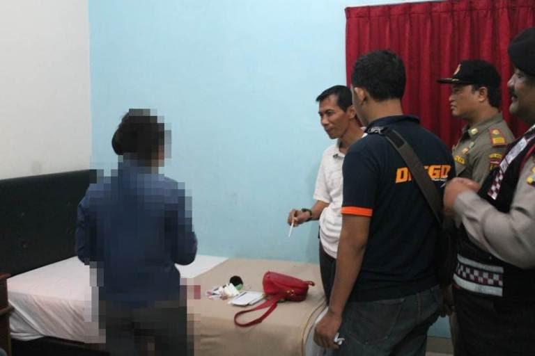 Enam pasangan selingkuh  di kamar hotel terjaring razia petugas