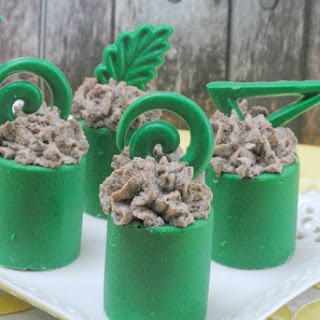 Baileys Oreo Mousse Recipe in Chocolate Cups.