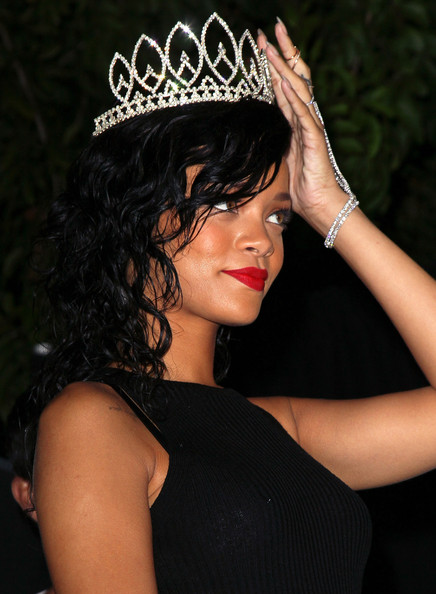 Rihanna+City+West+Hollywood+Celebrates+Halloween+QY7IIU_Q-J-l