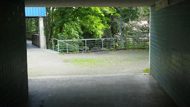 Photo: Der Durchgang unter dem Bergischen Ring verbindet die Grünstraße mit der Treppe zur Konkordiastraße.