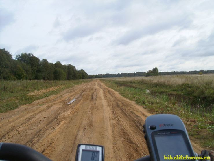 Разбитая грунтовая дорога
