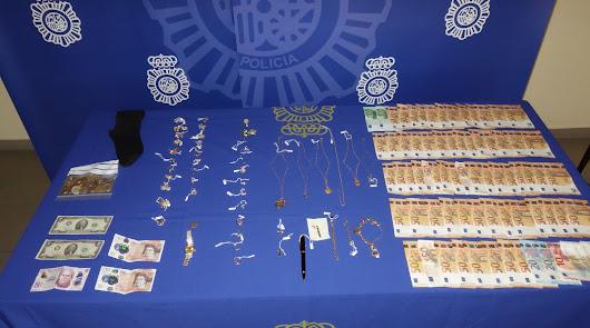 Los agentes intervinieron joyas, 7.000 euros en efectivo, diversa documentación y herramientas.