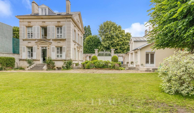 House with terrace Saint-Germain-en-Laye