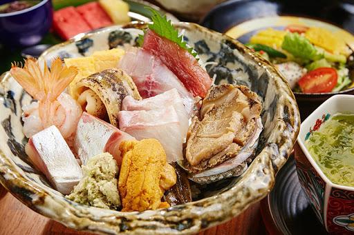 竹北最強組合海鮮料理680元。 午間限定