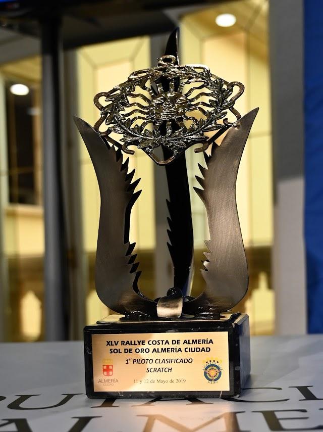 Trofeo para el ganador del rallye.