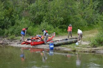 Photo: Packen der Ausrüstung und Proviant und Klarmachen der Boote