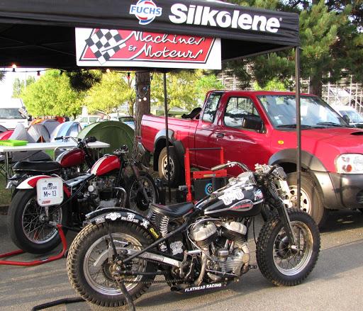 les-motos-du-team-sur-le-stand-machines-et-moteurs-au-cinquieme-run-d-or-classic-lors-du-bol-d-or-classic
