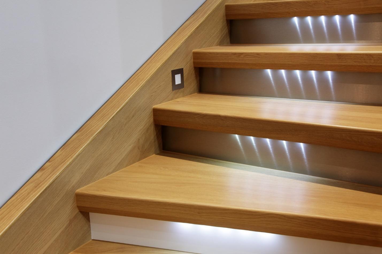 Картинки по запросу диодные светильники на лестнице