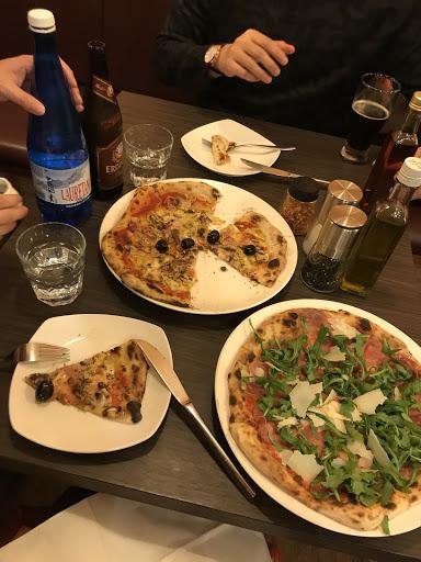 好好吃,我跟我男朋友兩人吃了兩份大pizzas加甜點千層派!千層派超好吃~