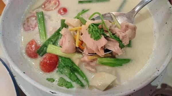 高雄~WOO Taiwan 泰式料理~泰國清邁道地美食~華麗森林系餐廳~聚餐約會的好地點~