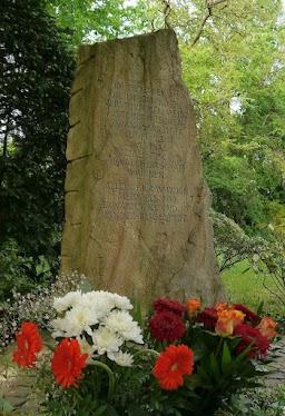 Gedenkstein Friedhof Lev.-Manfort