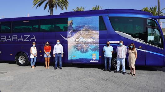 Ir en bus hasta la playa de Los Muertos en el Cabo de Gata