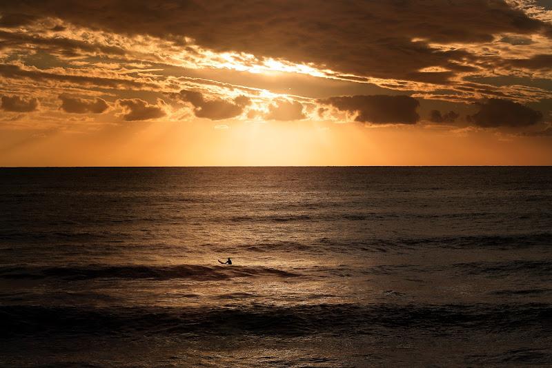 Ultima onda sotto un cielo arancio di Sil-M