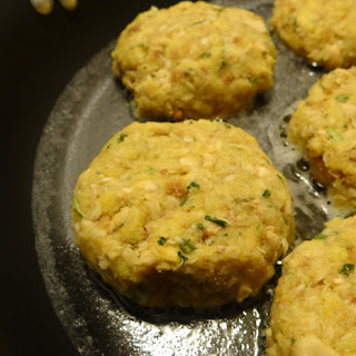 Quick and Easy (4 Ingredients!) Cornbread Salmon Cakes