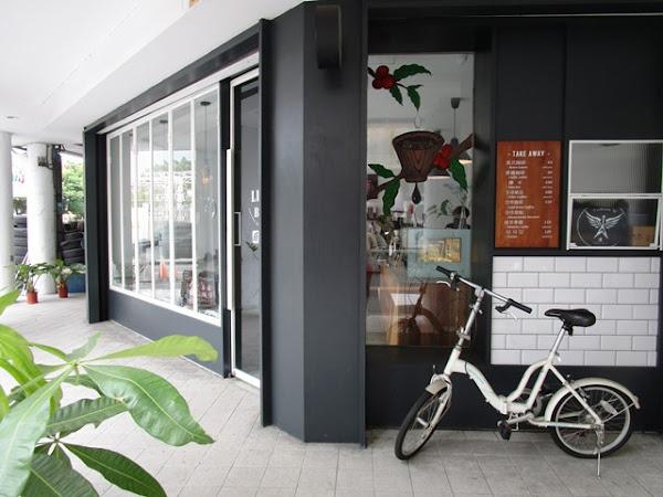 黑白色調交錯的質感咖啡店~LightBeam Coffee Roasters
