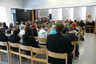 Photo: Kirkko täynnä kuulijoita