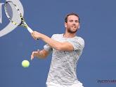 ? Tennisser pakt uit met no look-shot (maar verliest wel)