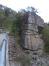 Photo: Kletterfelsen an der Talfer bei der Brücke zum Locher