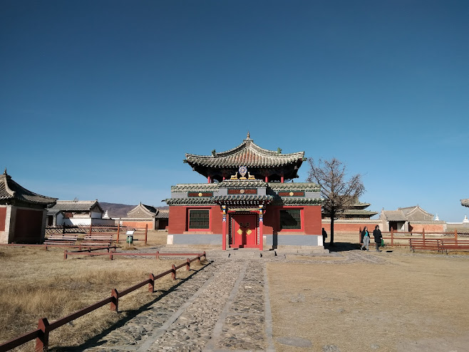 赤い壁の寺院