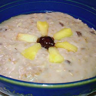 Slow Cooker Pineapple Upside-Down Cake Oatmeal