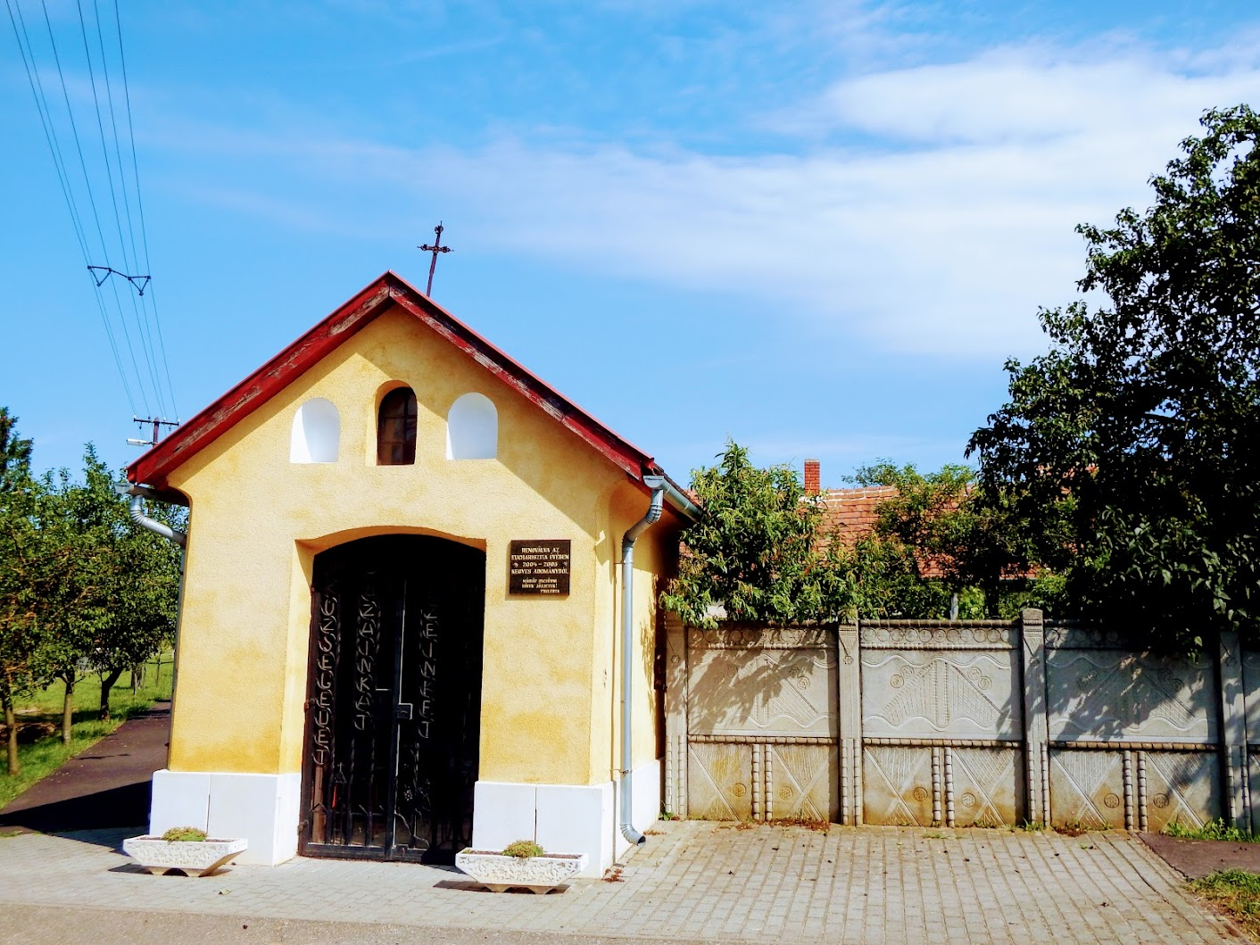Csénye - Szűz Mária lourdes-i kápolna és keresztút a Deák Ferenc utcában
