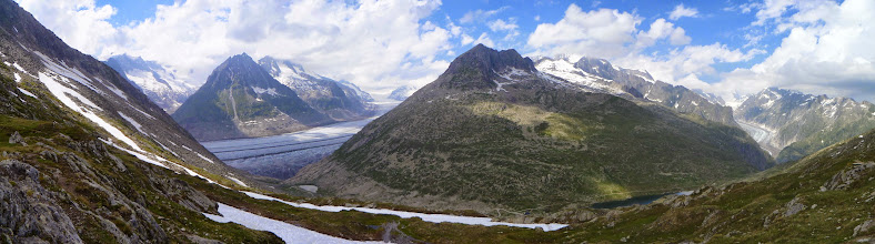 Photo: Aletsch and Fiesch glaciers (left and right) with Vordersee in the middle