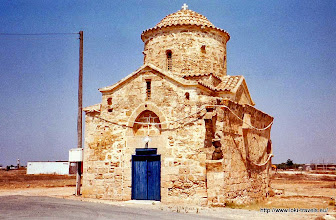 Photo: Eeuwenoud kerkje nabij Frennaros | Centuries old small church near Frennaros.