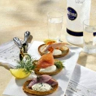 Bliny mit Hering, Forelle & Lachs