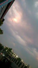 Photo: A cloudy and humid evening in Viman Nagar a few days ago, in front of Drabjee's supermarket (http://www.justdial.com/Pune/Dorabjee-&-Co-Pvt-Ltd-%3Cnear%3E-Viman-Nagar?utm_source=adwords&utm_medium=codered). 26th April updated (日本語はこちら) -http://jp.asksiddhi.in/daily_detail.php?id=523