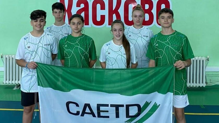 Macarena (camiseta verde a la izquierda), con el resto de representantes de Andalucía.