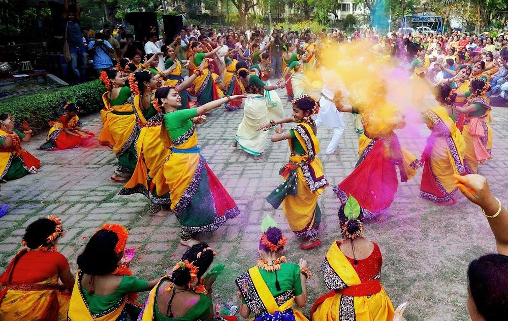 best-holi-celebrations-india_shantiniketan