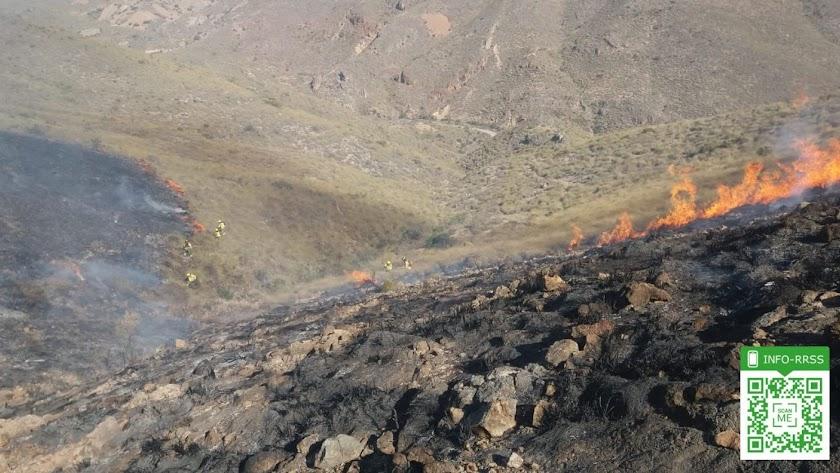 Foto del Twitter del Plan Infoca del incendio en Huércal de Almería.