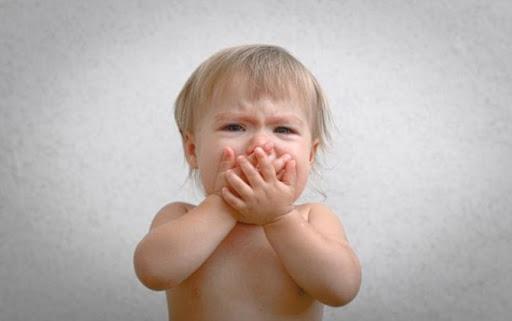 Trẻ sơ sinh nôn mửa liệu có phải là chuyện bình thường không