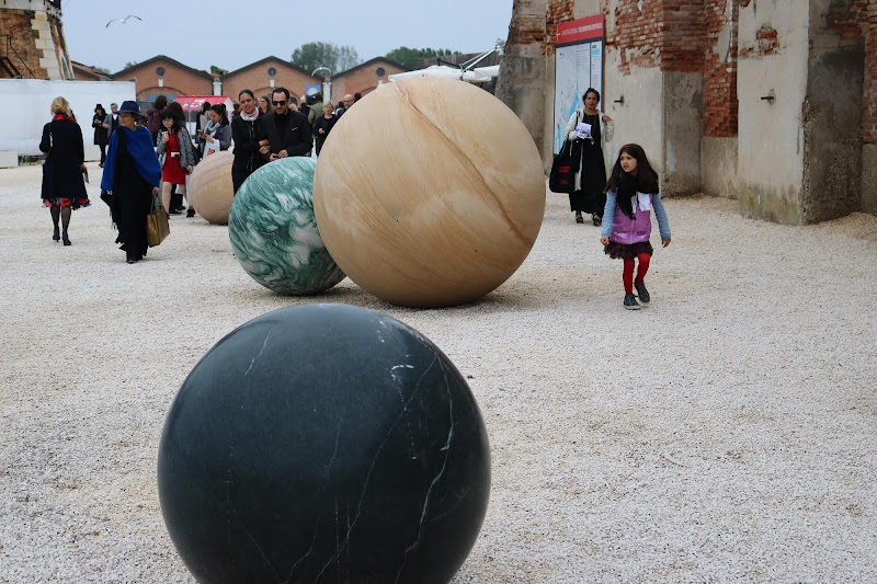 La Biennale. di T.
