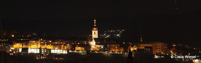 Photo: Das Krönchen in Siegen bei Nacht.