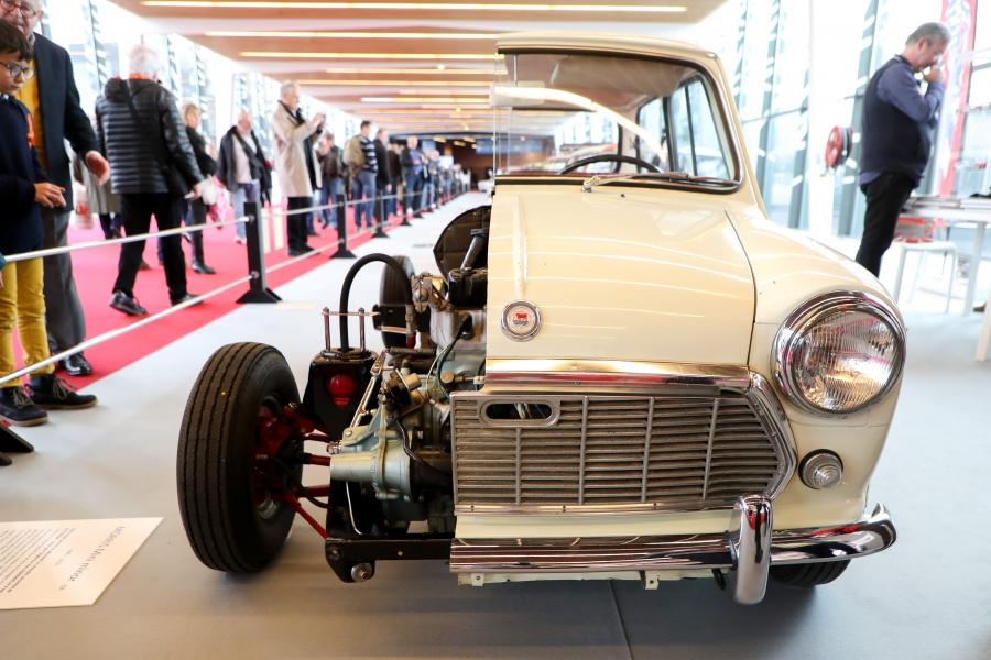Выставка ретро автомобилей Rétromobile