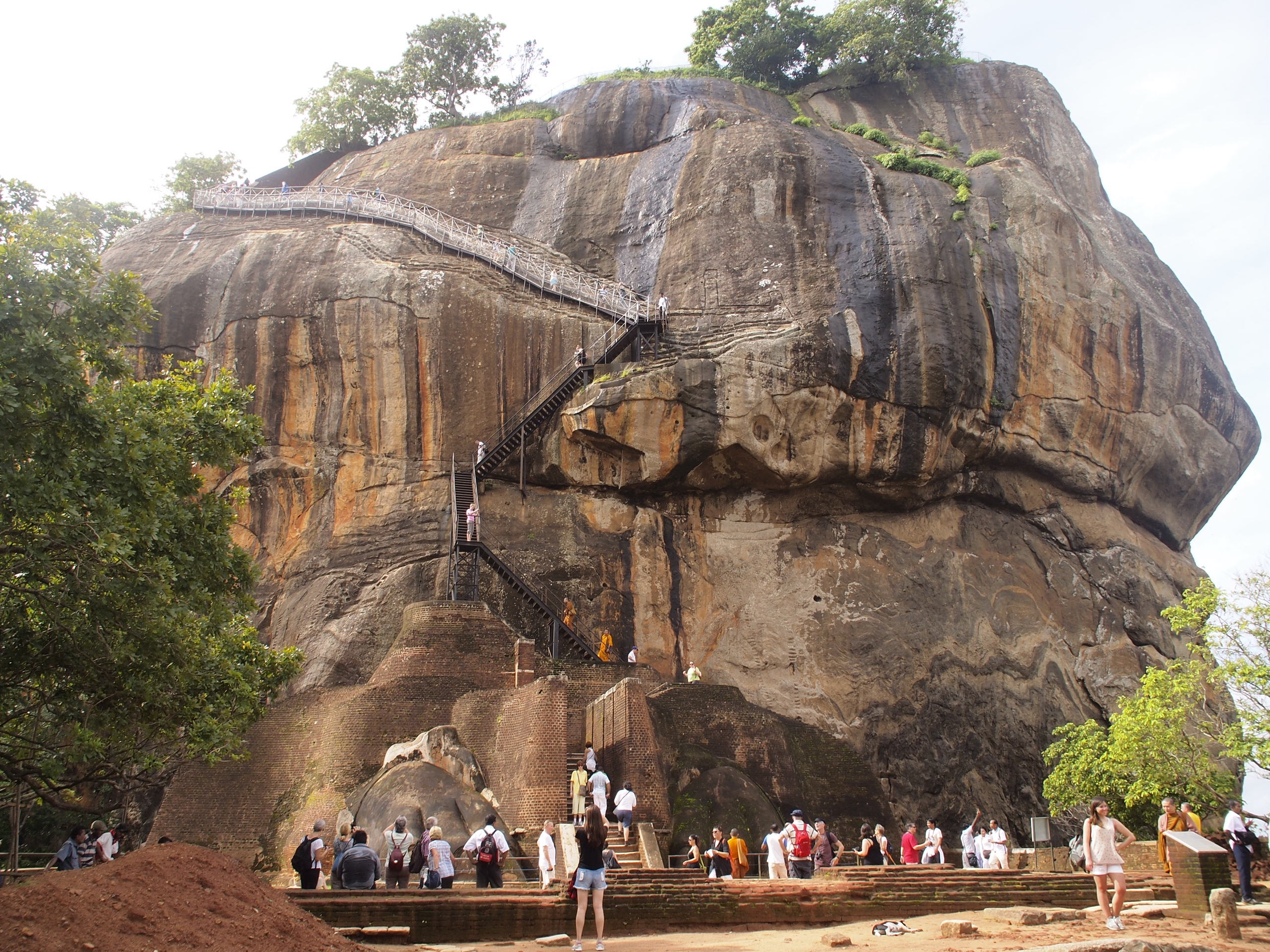 Climbing Sigiriya rock - a hot and sweaty affair