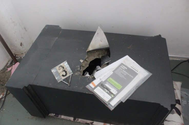 Chiếc két sắt tại hiện trường.