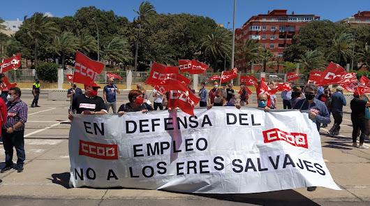 Más de un cenetenar de coches para reivindicar el Día del Trabajador