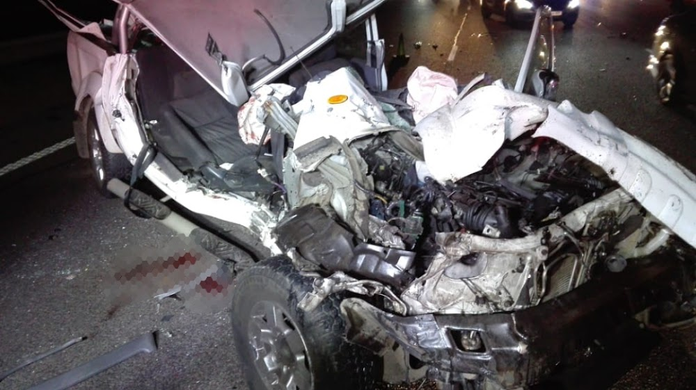 At least 21 dead in weekend carnage on SA roads - HeraldLIVE