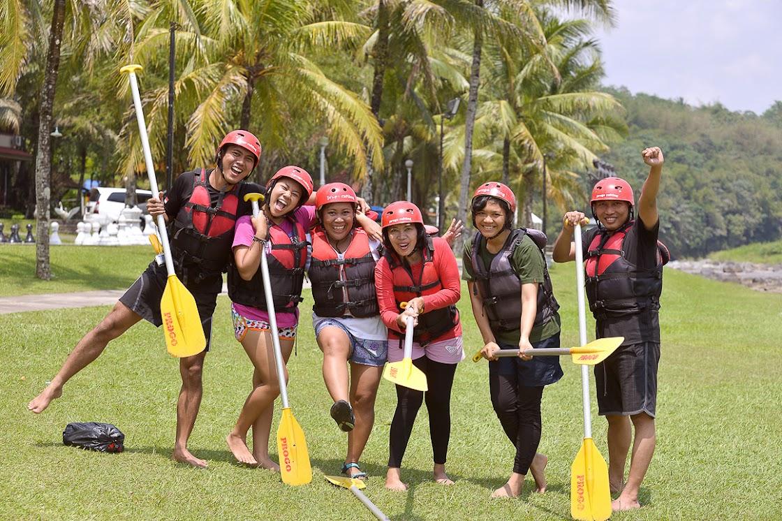 Tim Blogger Hore HUT Jateng bersiap menikmati serunya rafting di Kali Progo! Yeaay!