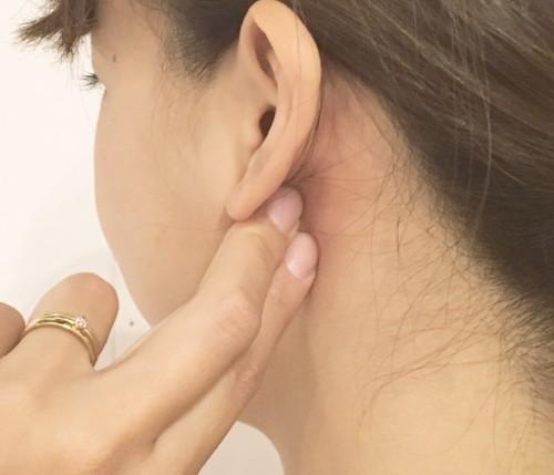 痛い 押す 耳 下 の と