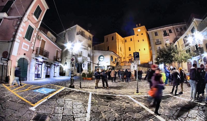 Passeggiata notturna in piazzetta. di francesco_abate
