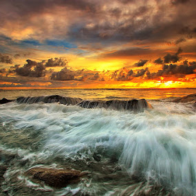 Strong Wave by Agoes Antara - Landscapes Waterscapes