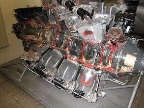 Photo: Deutsches Museum exhibits: engines